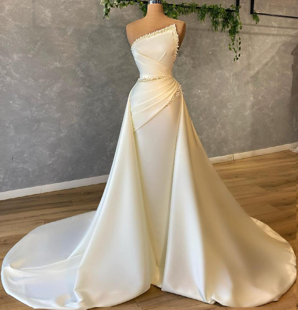 Vintage 2022 Satin Wedding Dresses Ivory Pearls Beading Pleats Designer Bridal Gowns Strapless Zip Back Sweep Train Lady Marriage Reception Dress