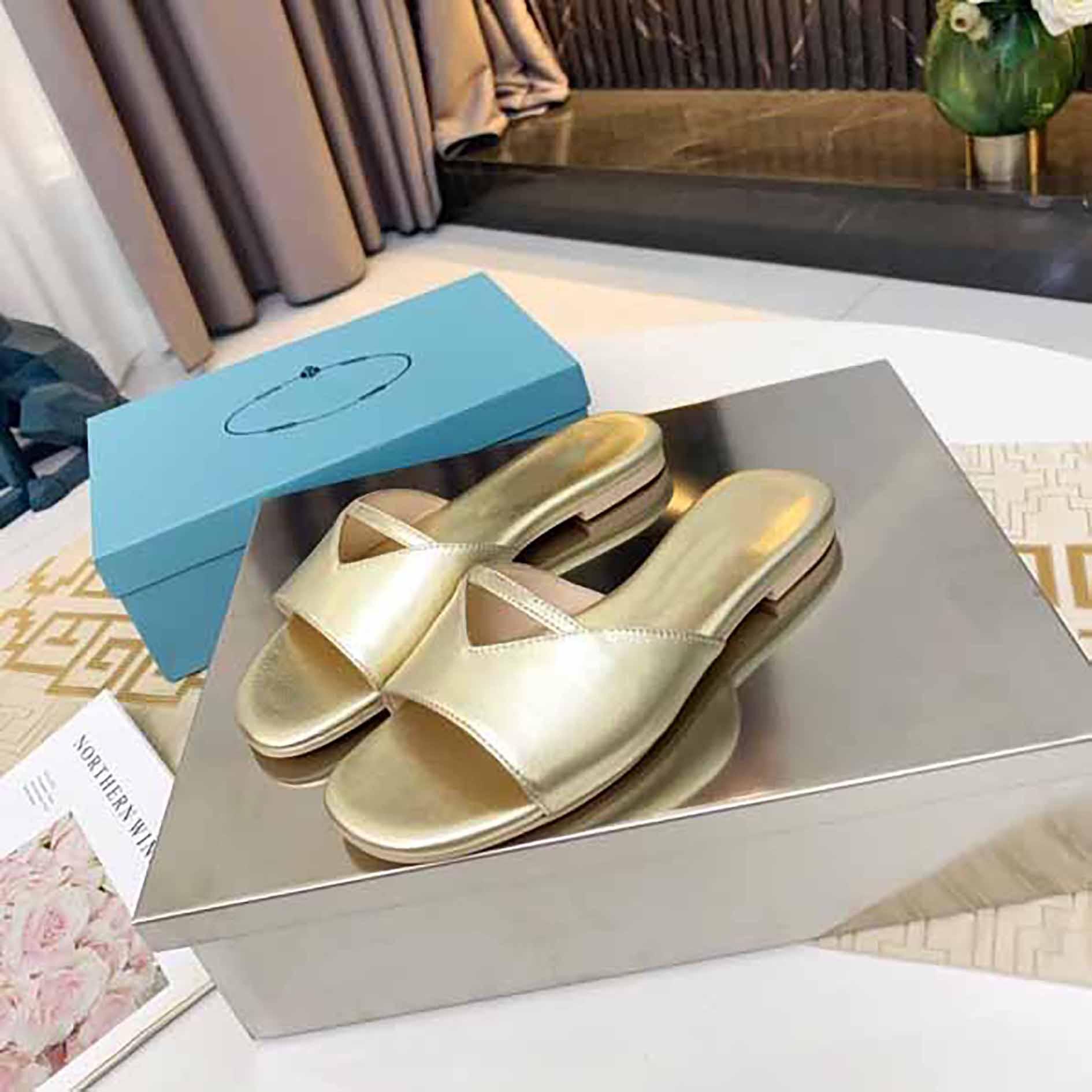 Размер 42 Четыре Цвета Женские Летние Сандалии Пляж Слайд Тапочки Крокодил Кожа Кожа Шлипы Сексуальные каблуки Дамы Сандали Мода Дизайн Обувь