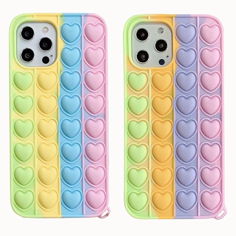 Heart Love Pop Fidget Fidget Casos para iPhone 12 Pro Mini 11 XR XS MAX X 8 7 6 PLUS SE2 Caso de teléfono de descompresión 3D Incualidad suave de silicona Fashion Rainbow Back Skin Funda móvil