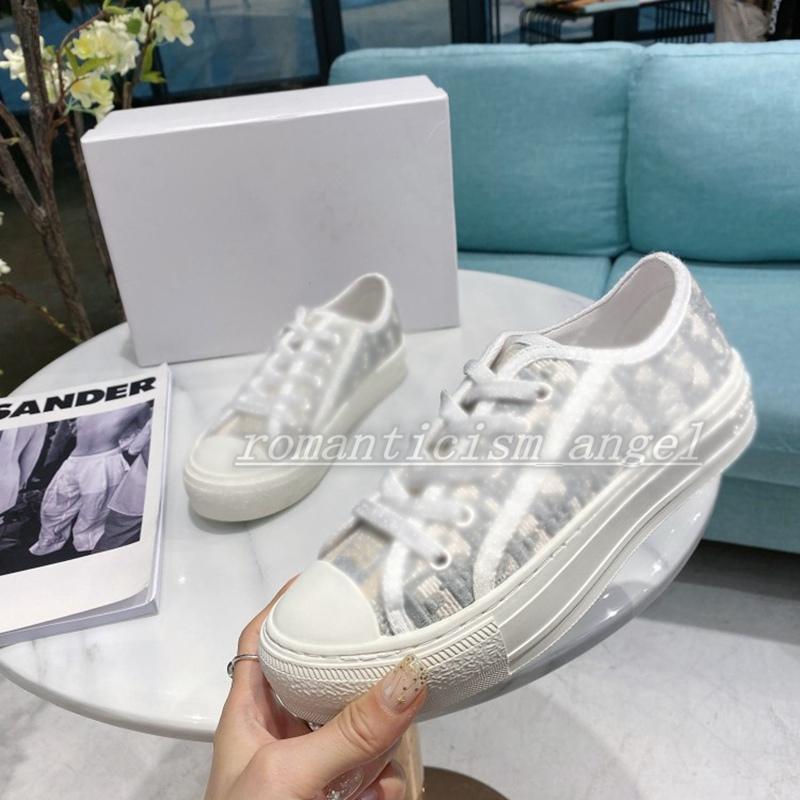 Последние низкорезанные пэчворки Высококачественная кожа Красивые женские кроссовки Конкурс с повседневной обуви Белый розовый тренажер Размер обуви