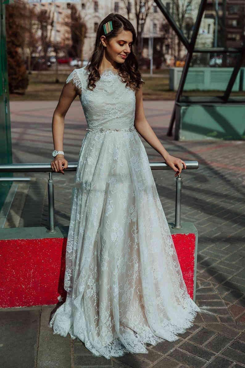 2020 Taille de la dentelle robe de mariée de la dentelle longue de style de campagne A ligne Robes de mariée Summer Beach Back sans dos Robes de mariée