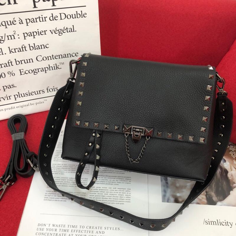 Rivet Shoulder Bag Spike Handbag Grain Calfskin Leather Crossbody Bags Fashion Letter Vintage Nails Adjustable Detchable Strap High Quality Hasp Back Zipper Purse