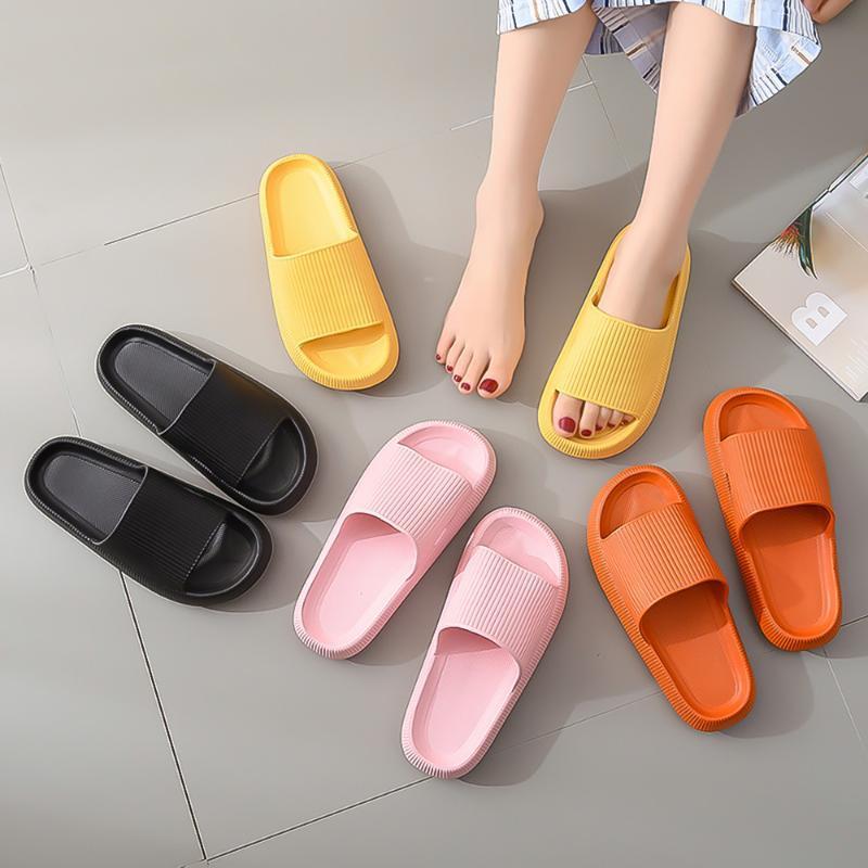 Zapatillas para el hogar Suave espeso fondo de verano Pareja cómoda Sandalias y suela antideslizante Viajes de baño Baño de baño.