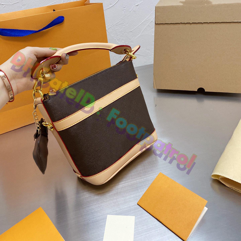 2021 النساء أعلى جودة دلو حقائب اليد حقيبة حمل حقائب crossbody حقيبة يد جلدية الأفاق سيدة الأزياء أكياس التسوق الفضلات مصممي مخلب محفظة السيدات المحفظة