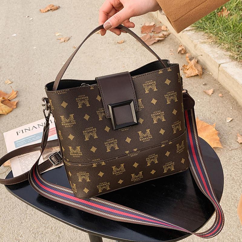 Mujeres 2021 Moda Nuevo Cubo de gran capacidad Popular Versátil Versátil Portátil Messenger Bag Bag Tendencia
