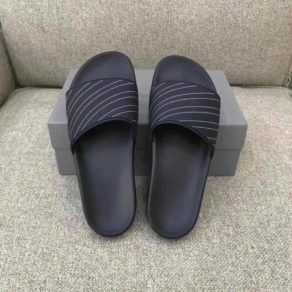 2021 SS Pantoufles Mens Mens Sumens Sandal Sandales Sandales Confort Flip Tongs En Cuir Large Chaussures Chaussures Chaussures avec Boîte
