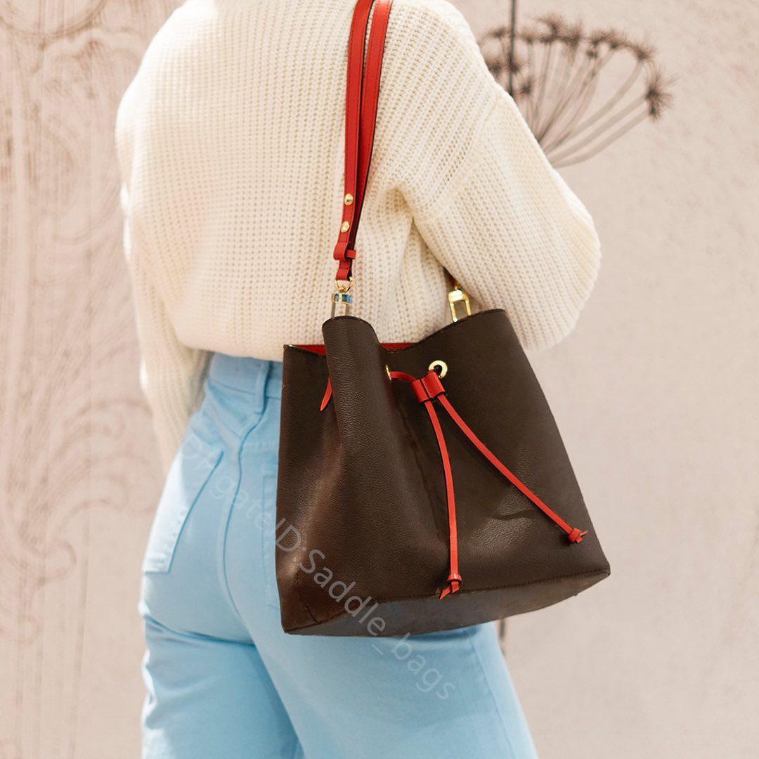 2021 الساخن الفاخرة مصمم مصمم حقائب النساء أعلى جودة حقيبة الأزياء دلو الكتف الصليب الجسم مخلب عادي الجلود سلسلة اليد عارضة الكمال الرباط محفظة
