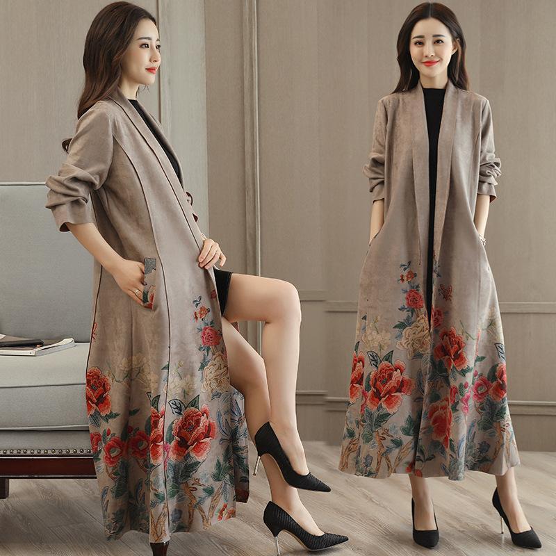 Abrigo de terciopelo coreano de otoño e invierno Abrigo de terciopelo imprimido Corbata de mujer sobre rodilla Largo Cortavientos Moda Fanquinas abrigos