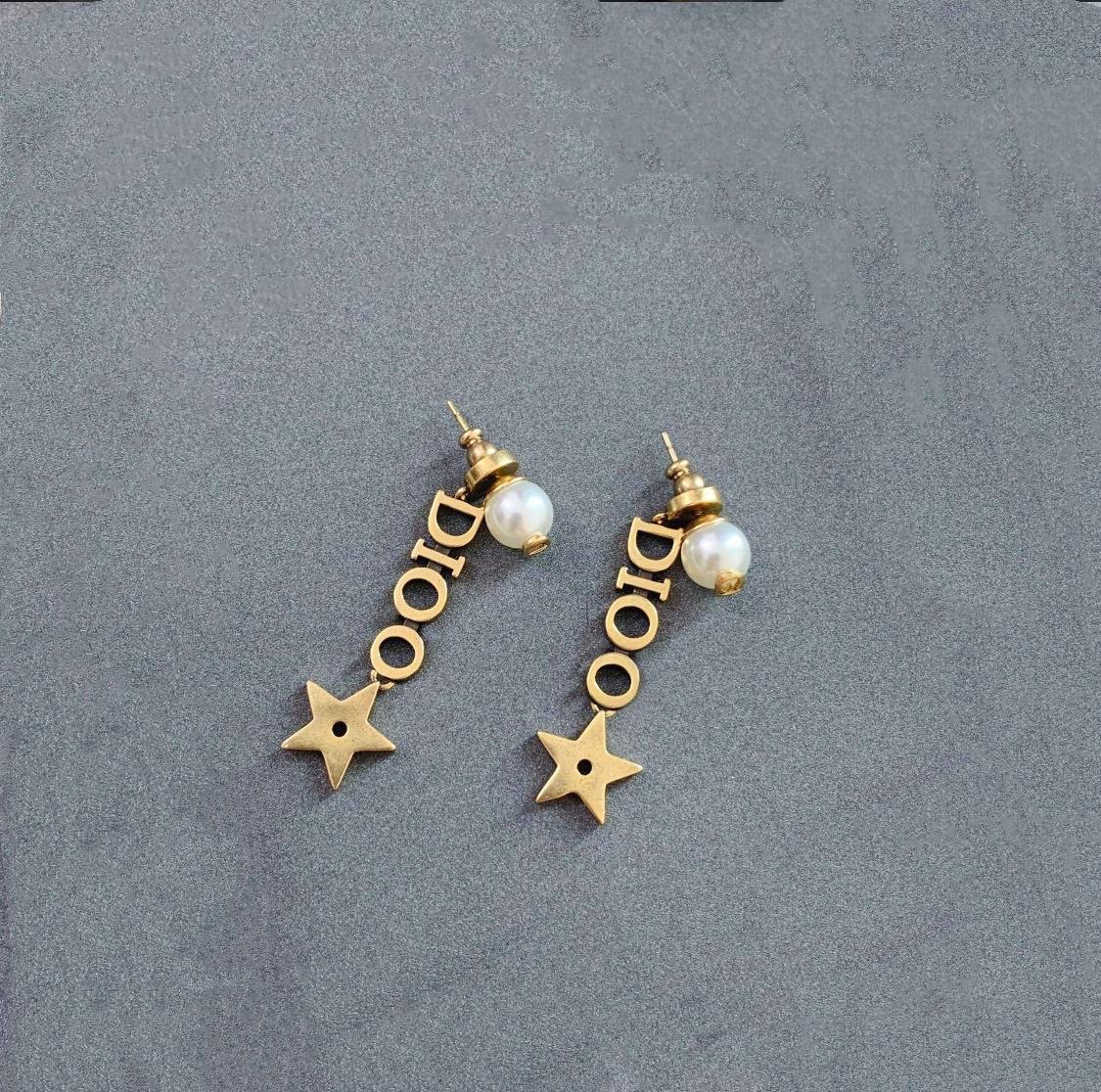 2021 여성용 웨딩 파티 쥬얼리를위한 새로운 편지 D 귀걸이 진주 귀걸이 고품질의 사랑 선물 여성 귀걸이