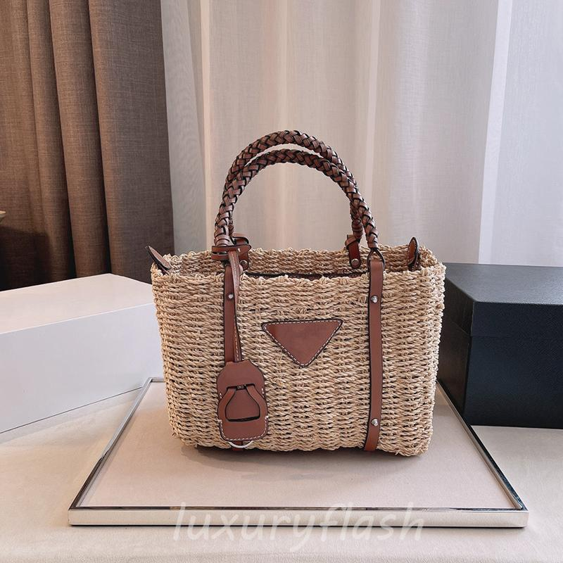 Femmes Sacs à main 2021 Derniers sacs tissés de paille de paille de soleil d'été avec poignée en cuir sac à dos de sac fourre-tout portable de haute qualité