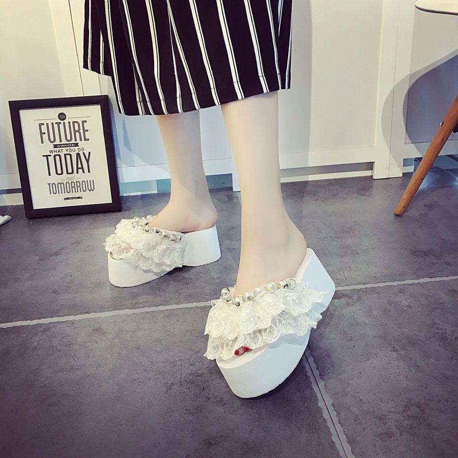 Sandálias, verão novo laço frisado, calcanhar doce declive, chinelos femininos de salto alto, elegante sapatos home shfd