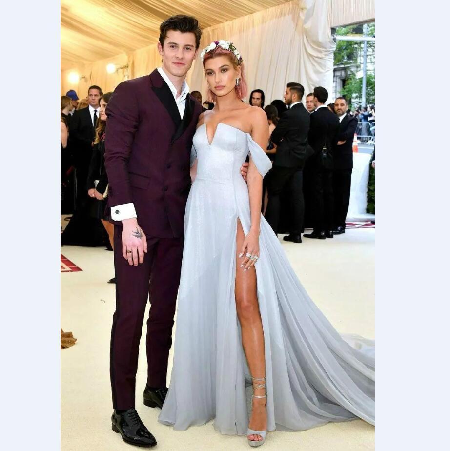 2021 Vestidos de fiesta de plata gris con alto rendija una línea de la línea del hombro Pageant Formian Holidays Wear Tarde Gown Party Gows Hailey Baldwin