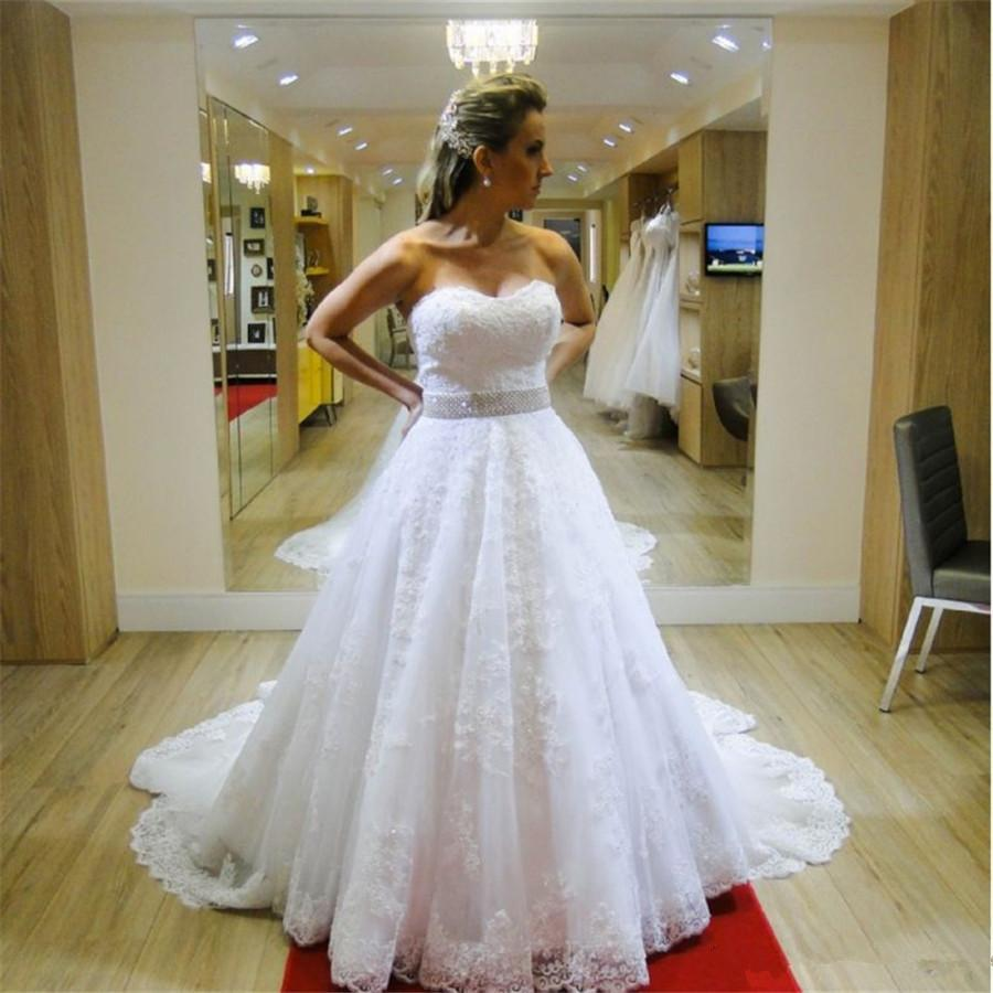 Sweetheart Tulle Wedding Dresses Beaded Sash Buttons Back Bridal Gowns Lace Applique Sweep Train Vestidos De Fiesta