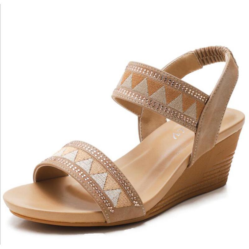 Sandali di sandali di strass di moda Donne 2021 Summer Female Shoes Bohemian Vacanze Bohemian Wild Open-Toe Piattaforma Ladies QQ414 Abito