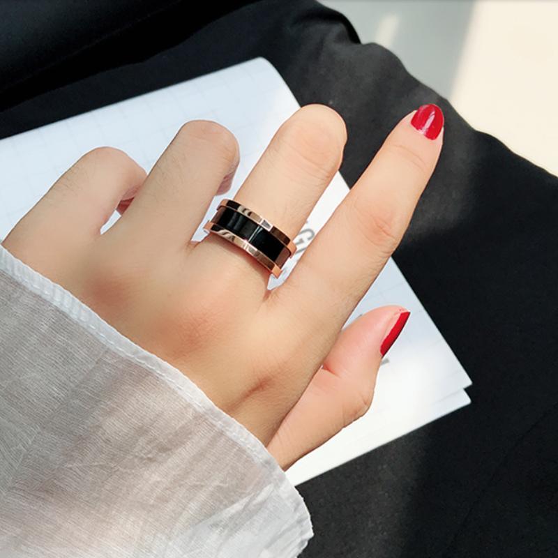 Moda Yüzükler Paslanmaz Çelik Takı Sarı Altın Kadınlar Aşk Yüzük Siyah Seramik Yüksek Kaliteli Düğün Hediye Kutusu