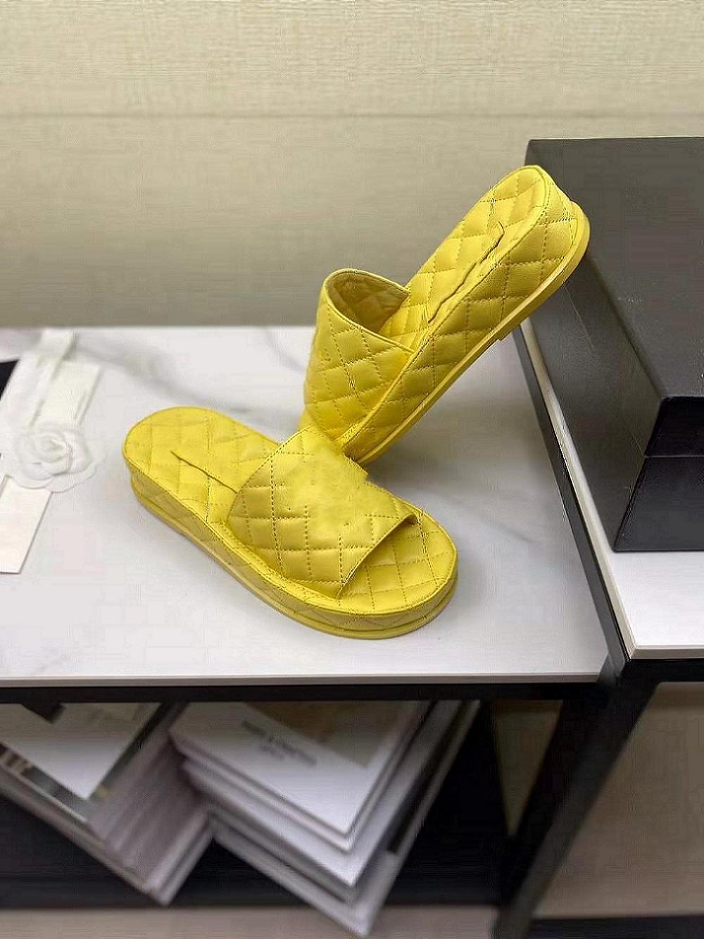 2021 Moda kalın tabanlı terlik Moda mizaç her türlü deri terlik elmas desen moda sandalet boyutu 35-40