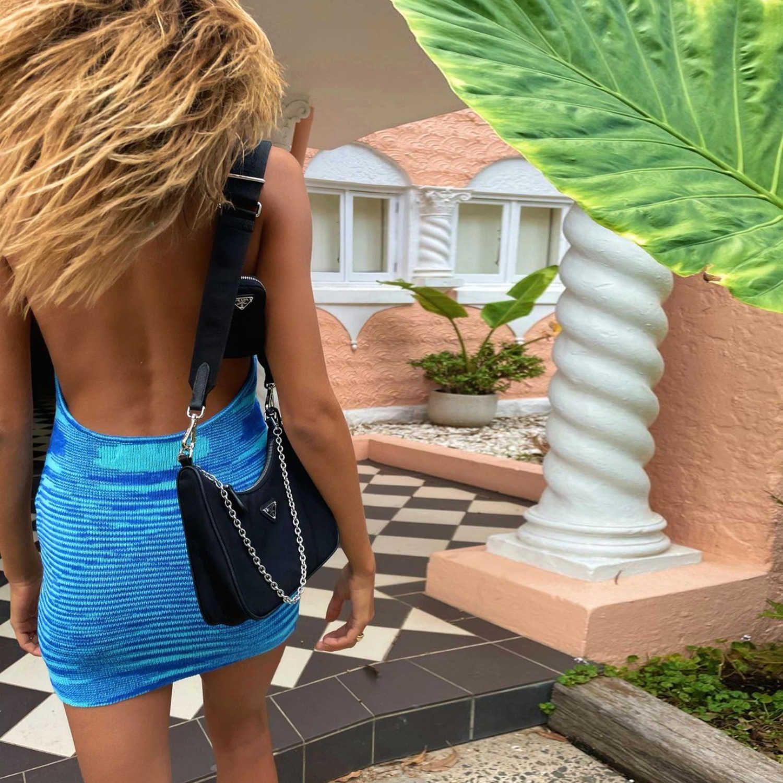 Kryptographische Mode Gestrickt 2021 Sommerkleid Frauen Sleeveless Hot Sexy Backless Halter Mini Kleider Bodycon Chic Beach Kleid Y0603