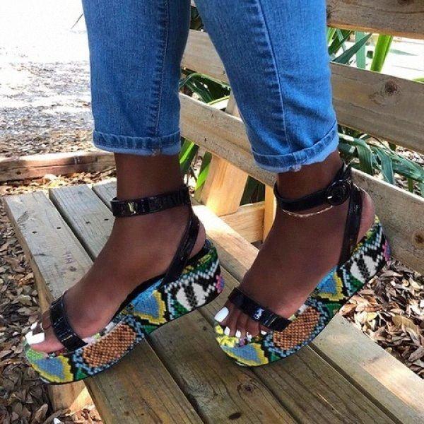 Mhyons النساء المفتوحة تو الصنادل السيدات مشبك حزام ثعبان طباعة امرأة الأحذية عارضة منصة الإناث الراحة شاطئ الصنادل الصيف F5FC #