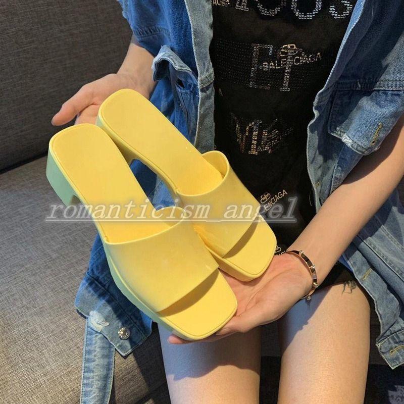 Criança 2021 sapatos de design de alta qualidade! Summer Moda Jelly Slide Imprimir Chinelos Luxe Banheiro Beach Sapatos Sandálias Femininas Guia de Presentes 35-40