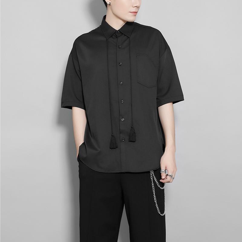 Menswear Dark British 성격 술 목걸이 간단한 단색 솔리드 컬러 반팔 셔츠 남성용 코트 여름 남성 캐주얼 셔츠