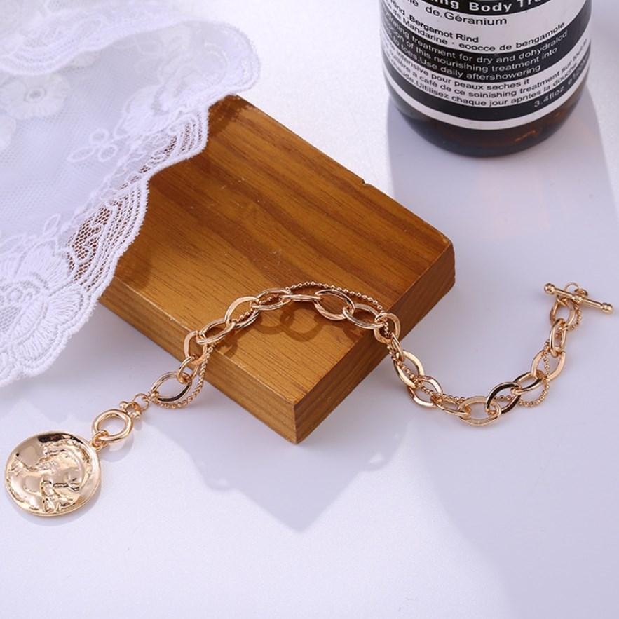 Simple Double Layers Charm Bracelet Fashion Temperament Queen Portrait Coin Shape Pendant Alloy for Women Chain