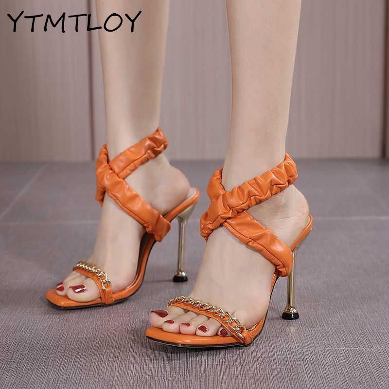 Yaz Ince Yüksek Topuklu kadın Ayakkabıları Moda Seksi Metal Dekorasyon Çapraz Bağlı Retro Patchwork Başkanı Peep Toe Sandalet Elbise