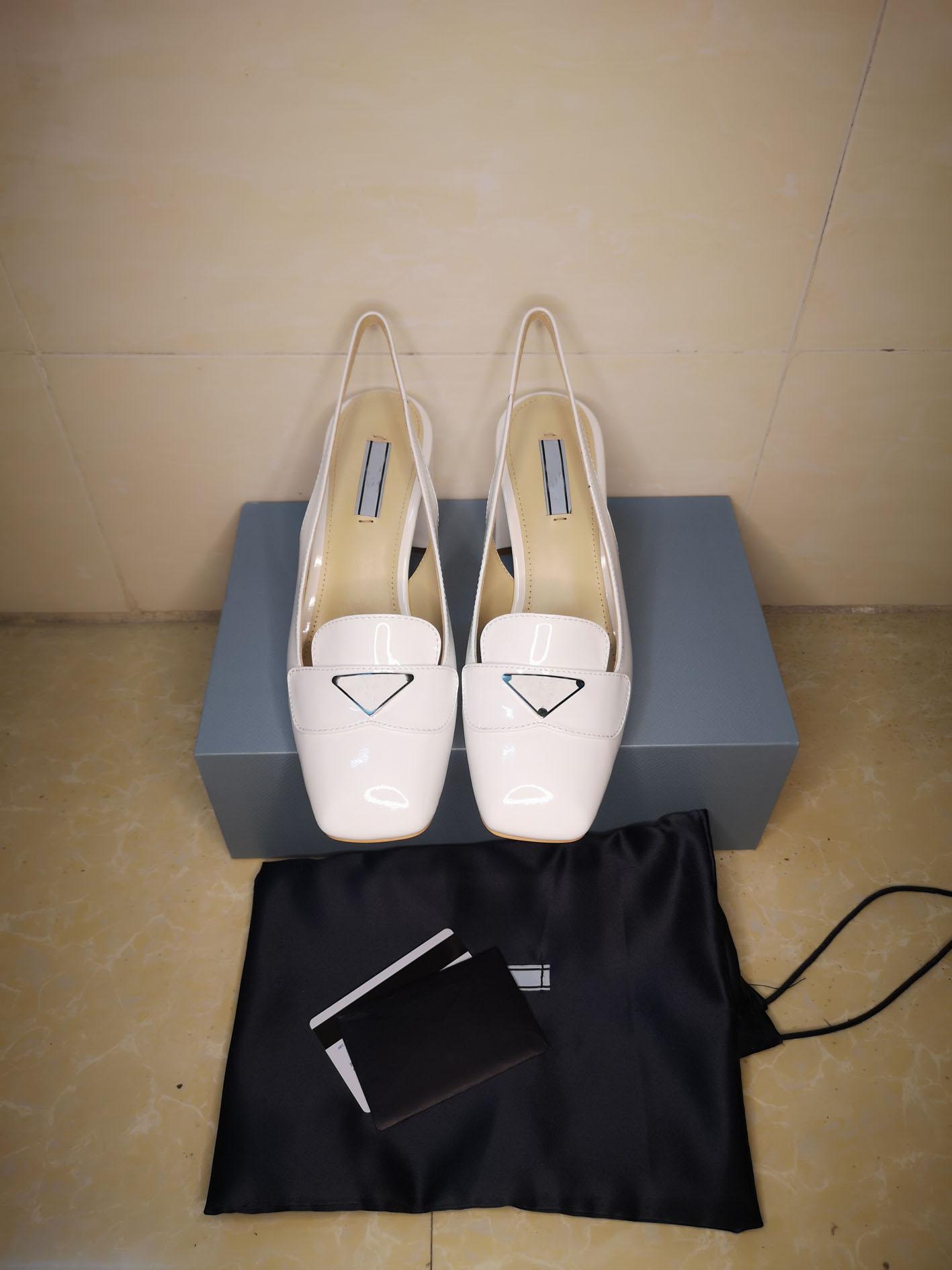 2020 Dernières robes haut de gamme Chaussures Mode Classic Mariage Chaussures Femme Noir Fête Fashion Plat Top Prestige Designer Chaussures Véritable Cuir Sanda