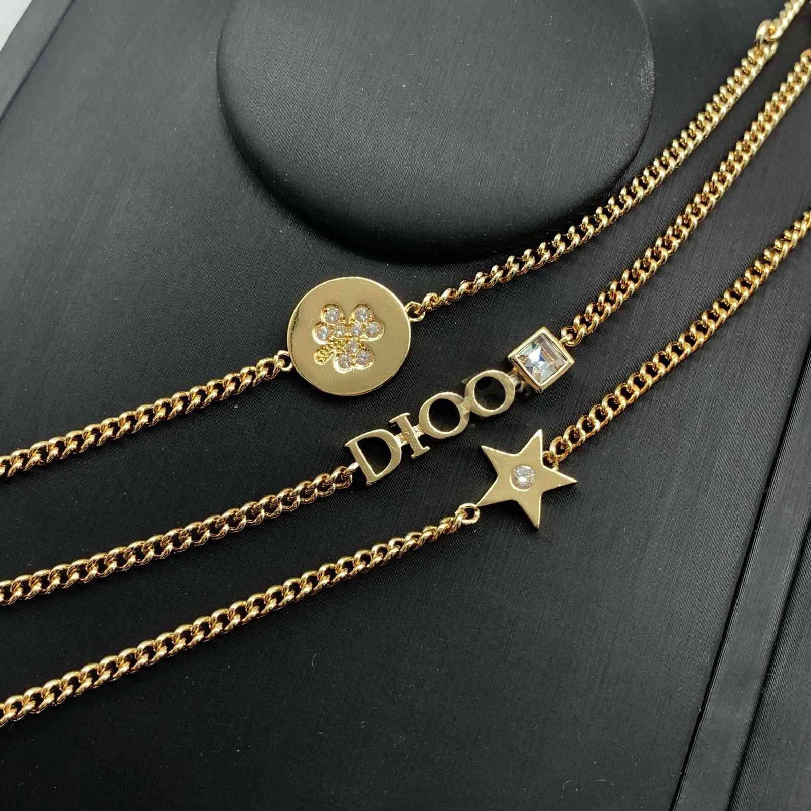 DIJIA 2021 Triple cadena D. Familia Familia Forma de tres piezas Juego de tres piezas Diamante Inlaid Pulsera Mujeres