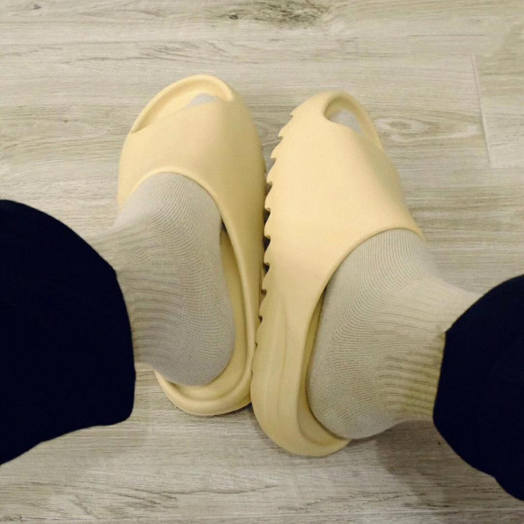 2021 Kanye Slides Hausschuhe Knochenharz Wüste Sand Schaum Runner Ararat Gummi West Fashion Sommer Saison 6 Braune flache Männer Frauen Slide Beach B5VQ #