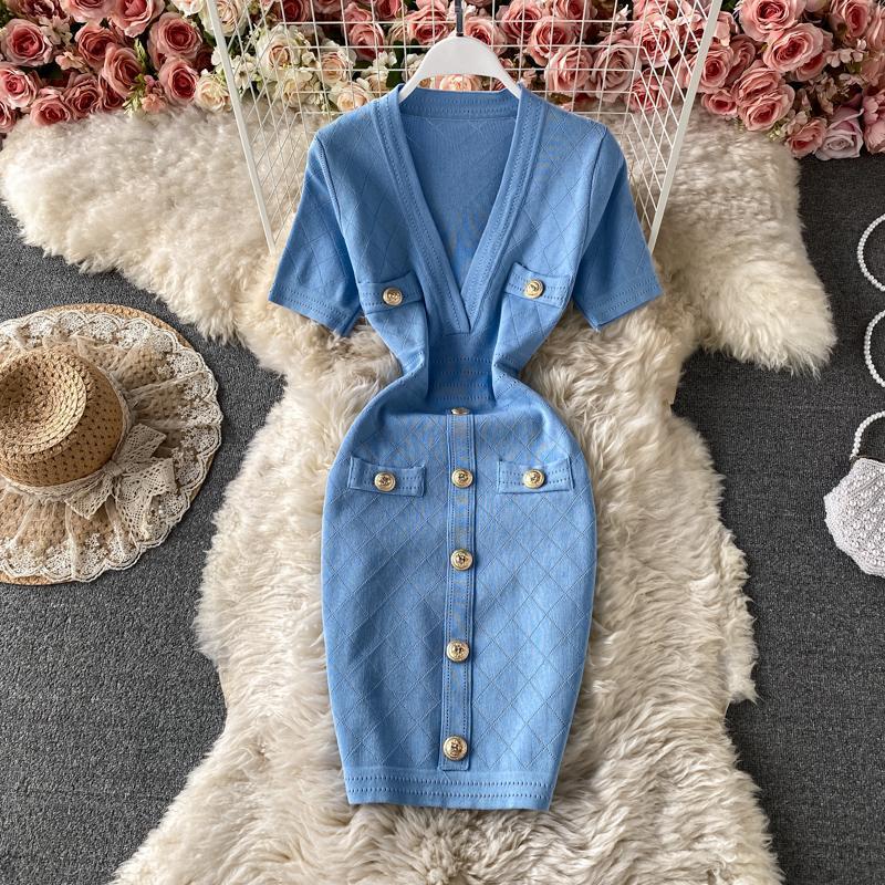2021 Neue Design Frauen V-Ausschnitt Kurzarm High Taille gestrickte Tasten Patched Bleistift Kurzes Kleid