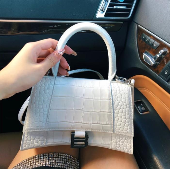 Luxurys Designers Bags Crocodile Pattern Female Fashion Trendy Genuine Leather Handbag Shoulder Tote Small B Shape Buckle Purse