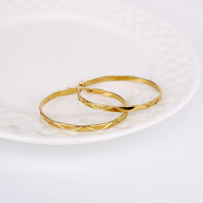 الفولاذ المقاوم للصدأ هوب القرط للنساء لون الذهب جولة بسيطة لطيفة حزب اليومية الأذن مجوهرات 2021 E0175 CN (الأصل) huggie