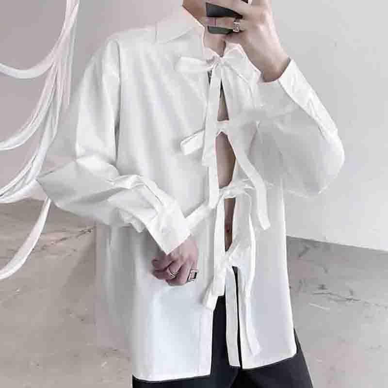 작은 그룹 붕대 디자인 긴 소매 셔츠 트렌디 한 남자 야마모토 다크 중립 맞춤 코트 카디건 남자 캐주얼 셔츠를 보여줍니다