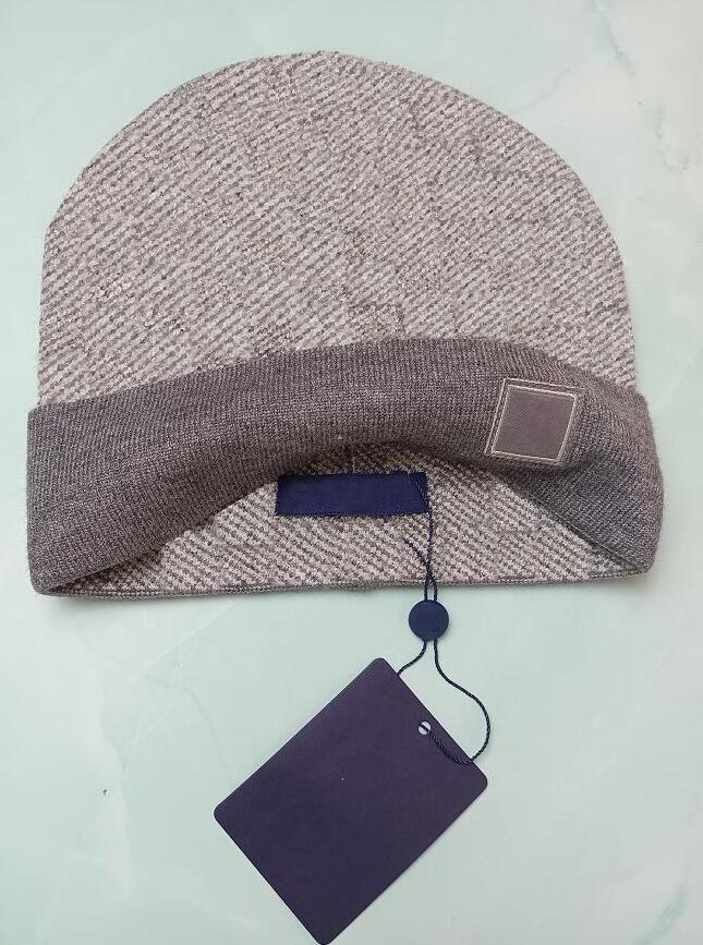 Großhandel Mütze Winterkappen Hüte Frauen Und Männer Mützen mit echtem Waschbär Pelzpompons Warm Girl Cap Snapback Pompon