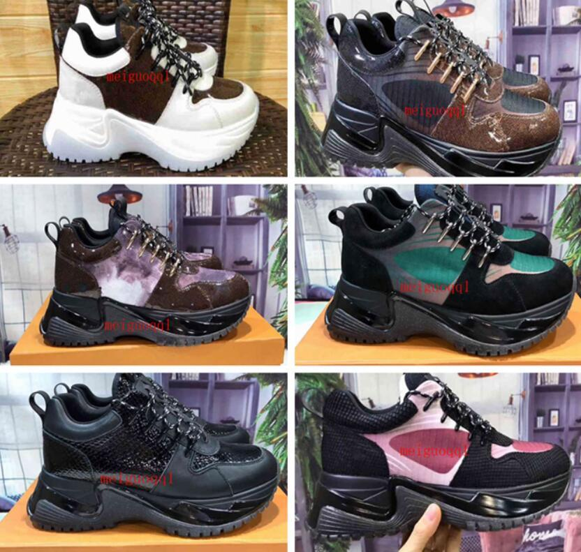 2021 diseñadores zapatos de hombre zapatillas de deporte de lujo de lujo de zapatos informales de cuero genuino de la moda de las mujeres de la parte inferior del funcionamiento del corredor de la calidad superior de la calidad de la calidad.