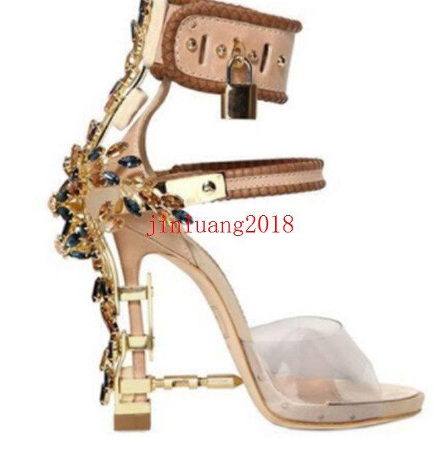 2021 Saltos altos de metal de luxo, calçados femininos de cristal, Sandálias de Gladiador de PVC das Mulheres, Cadeado, Sandálias de Rhinestone de Ankle Strap com jóias.