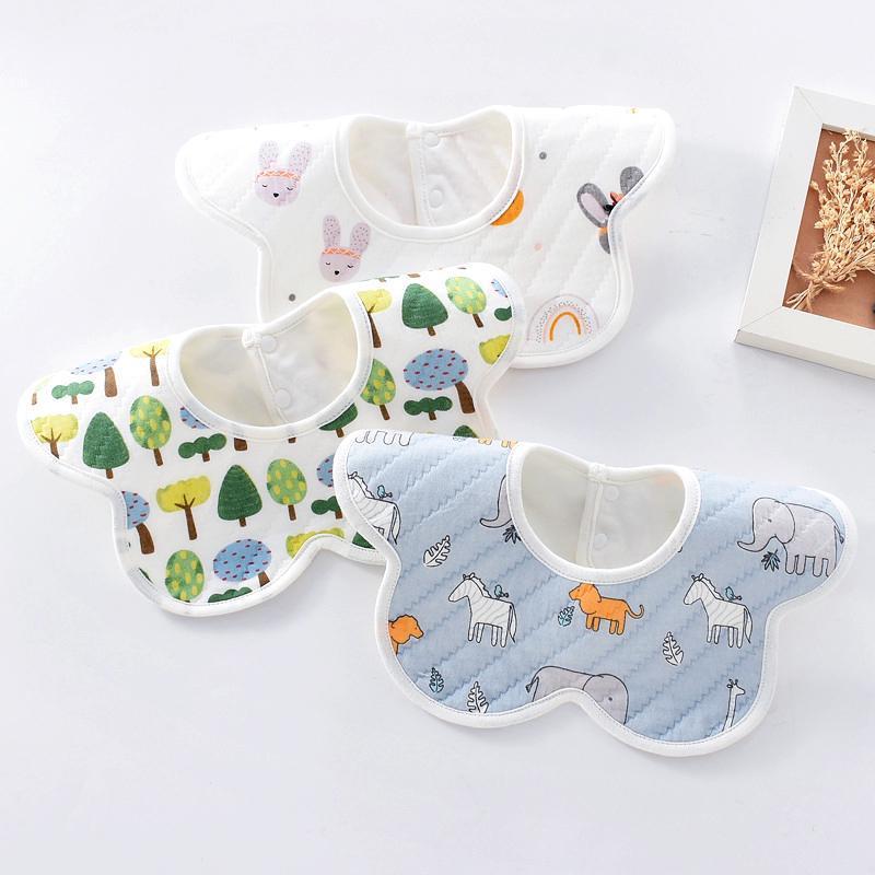 3 adet / grup Doğan Bebek Bebek Teklifleri Ayarlanabilir Erkek Kız Yumuşak Nefes Pamuk Hayvan Baskı Sevimli Besleme Önlükler Erkek Sayfalar Burp Bezler