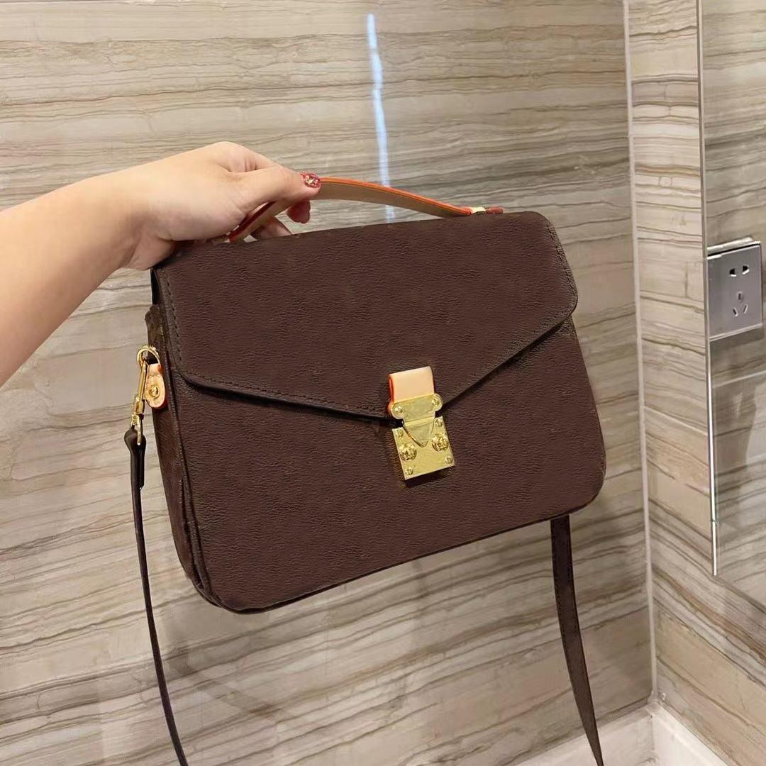 Fashion Casual Lady One-Shoulder Portable Diagonal Bag de alta calidad Cartera de cuero Flor Luz al aire libre Dos colores