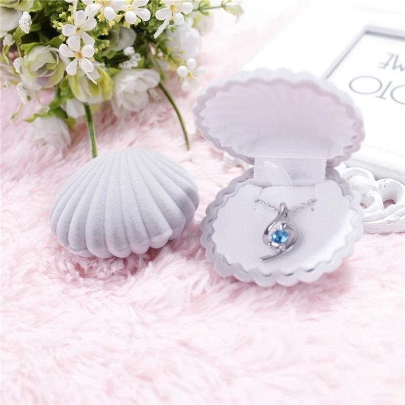 Cajas de joyas de la forma de la carcasa del terciopelo de 5 colores para collares colgantes Mujeres de lujo de la boda de la boda Caja de regalo Pantalla de embalaje 92 m2
