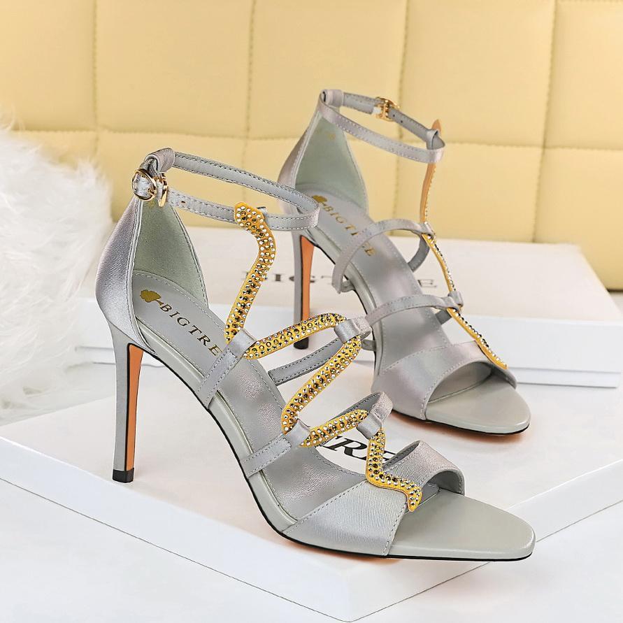 Klassische Metallschnalle Leder Schlangenförmige Strass Heels Sandal Designer Luxurys Damen Sandalen Größe 34-40