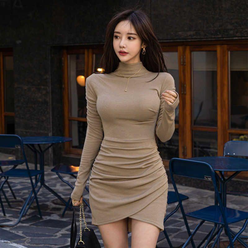 Womengaga Korea Frühling Mini Dres Turtkragen Temperament Elegante Langarm Slim Falten Gegenstände XC8N 210603