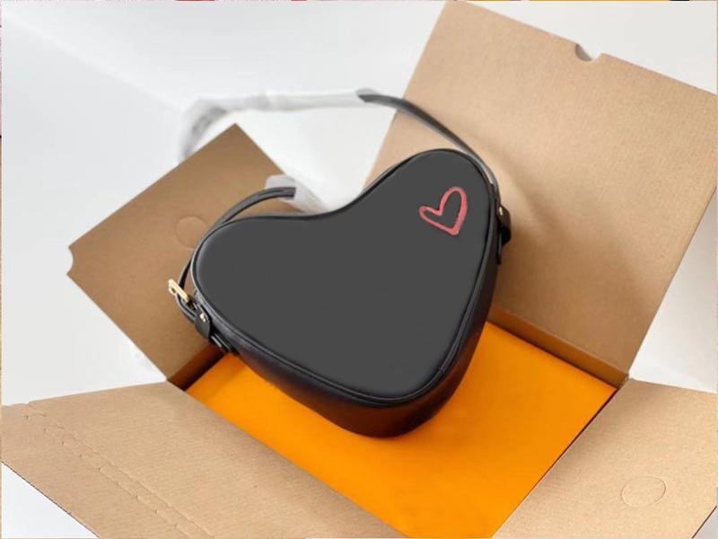 Omuz Çantaları 2021 Tasarımcı Çanta Şeftali Kalp Deri Işletim Baskılı Mektup Çanta Moda Kayışı Lady Messengertote Birden Çok Renk arasından seçim yapabilirsiniz.