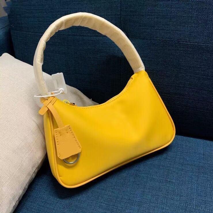 Дизайн сумочкой Топ дизайнерская женская сумка, мода 2021 г. Модный бренд сумка, роскошный высококачественный маленький и светлый стиль, размер 26CMX19CMX8CM, 2 цвета