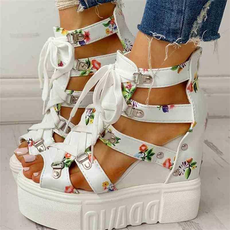 Femmes Sandales Croîchements de la plate-forme de lacets floraux Femme Chaussures d'été PeeeP Toe Casual Chaussures Élégantes Chaussures Plus Taille Dames Mode 210619