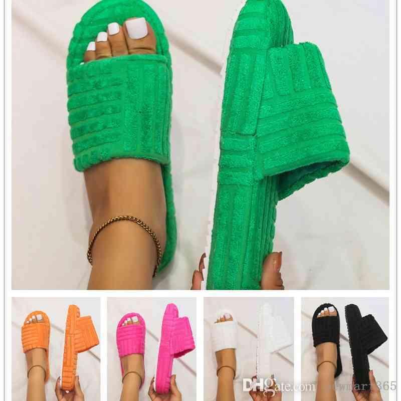 2021 가을 겨울 여성 슬리퍼 새로운 한 줄 두꺼운 바닥 슬라이드 양각 면화 플립 플롭 플러스 사이즈 인기 신발
