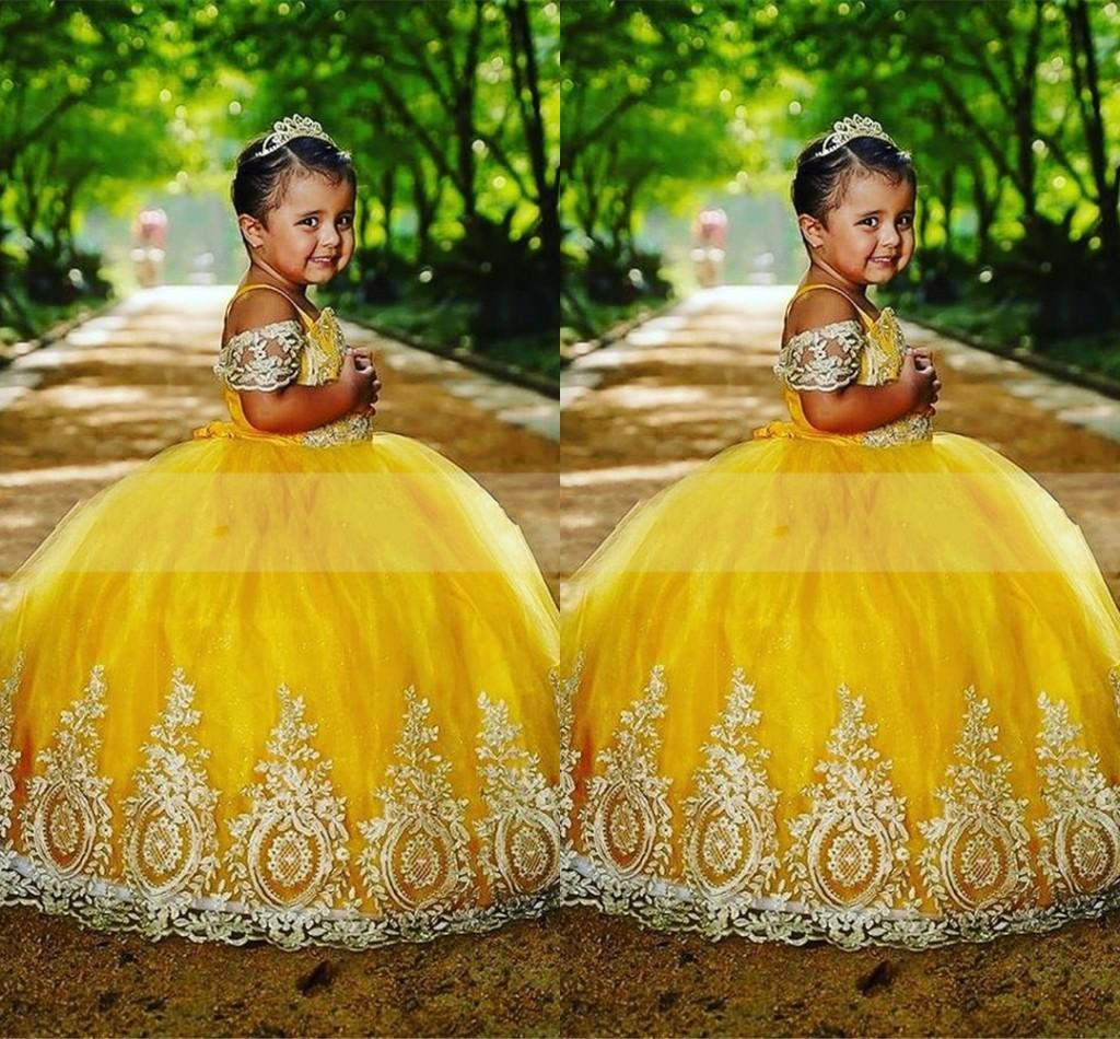 2022 Yellow Ball Gown Mini Quinceanera Dresses Little Toddlers Embroidered Off Shoulder Sleeves Girls Pageant Graduation Dress Teens
