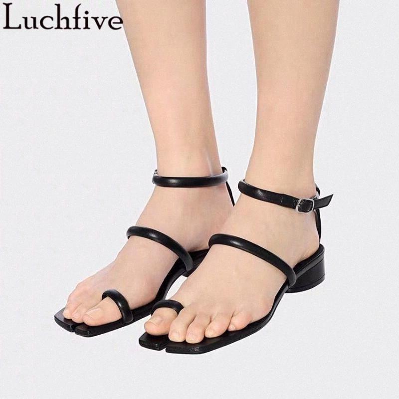 Kare Bölünmüş Toe Yaz Plaj Ayakkabı Kadınlar Siyah Haki Bir Kelime Askısı Deri Sandalet Ayak Bileği T Kayış Toka Kısa Topuklu Sandalet D7OL #