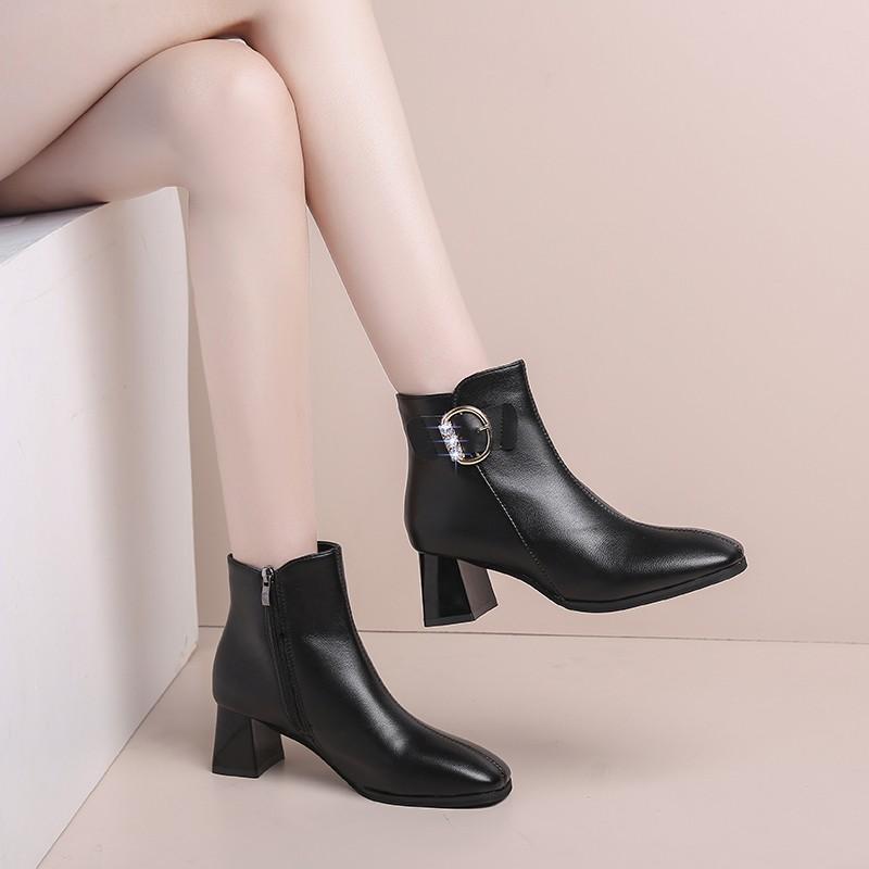 Bottes Spring Automne High High Talons Femmes Chaussures à talons courts Chaussures de talon plus grande taille