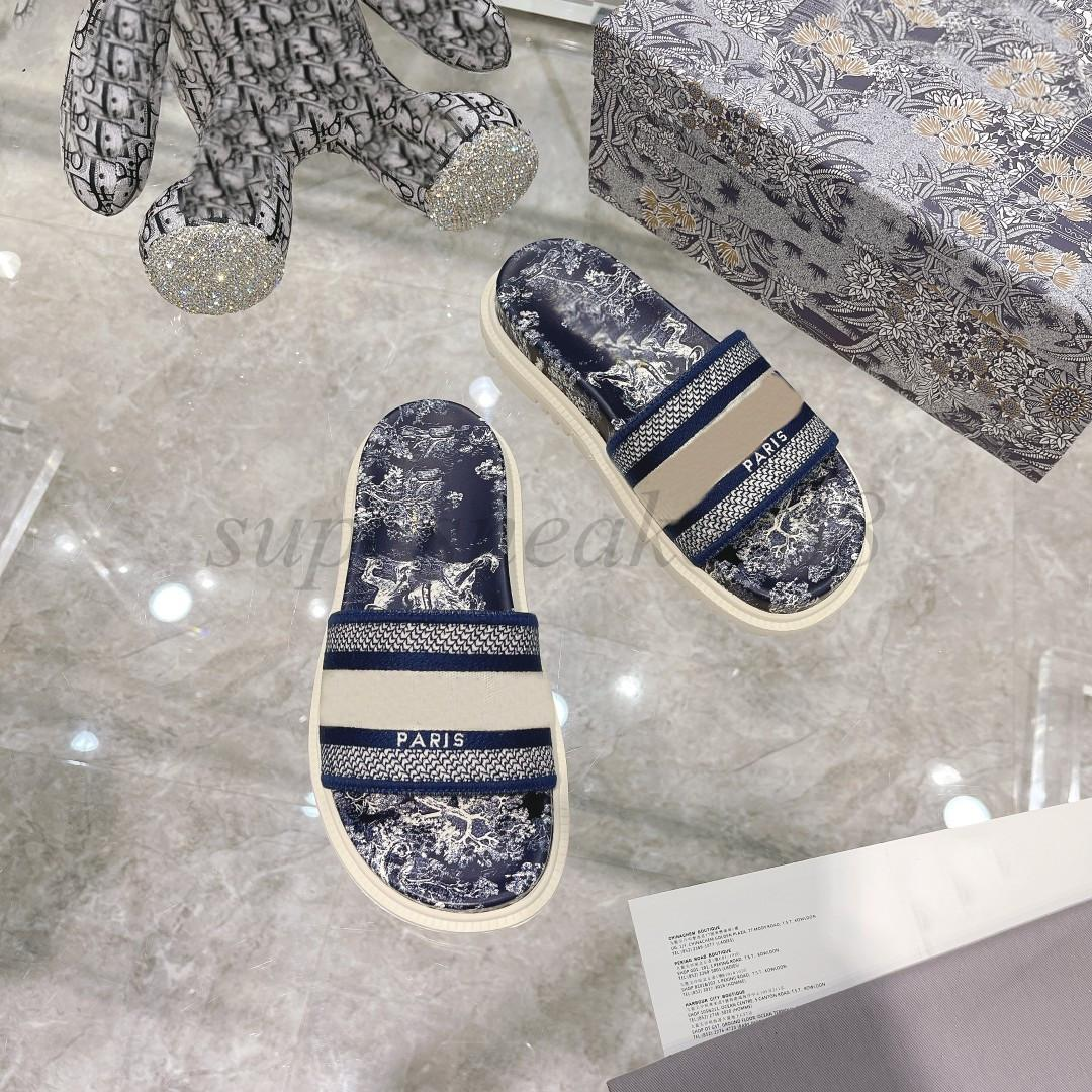 Classic Paris para mujer zapatillas desgastadas Sandalias de verano Playa Slide Chicas Flip Flops Mocasines Hermoso tridimensional Bordado Slides Floral Azul marino Azul
