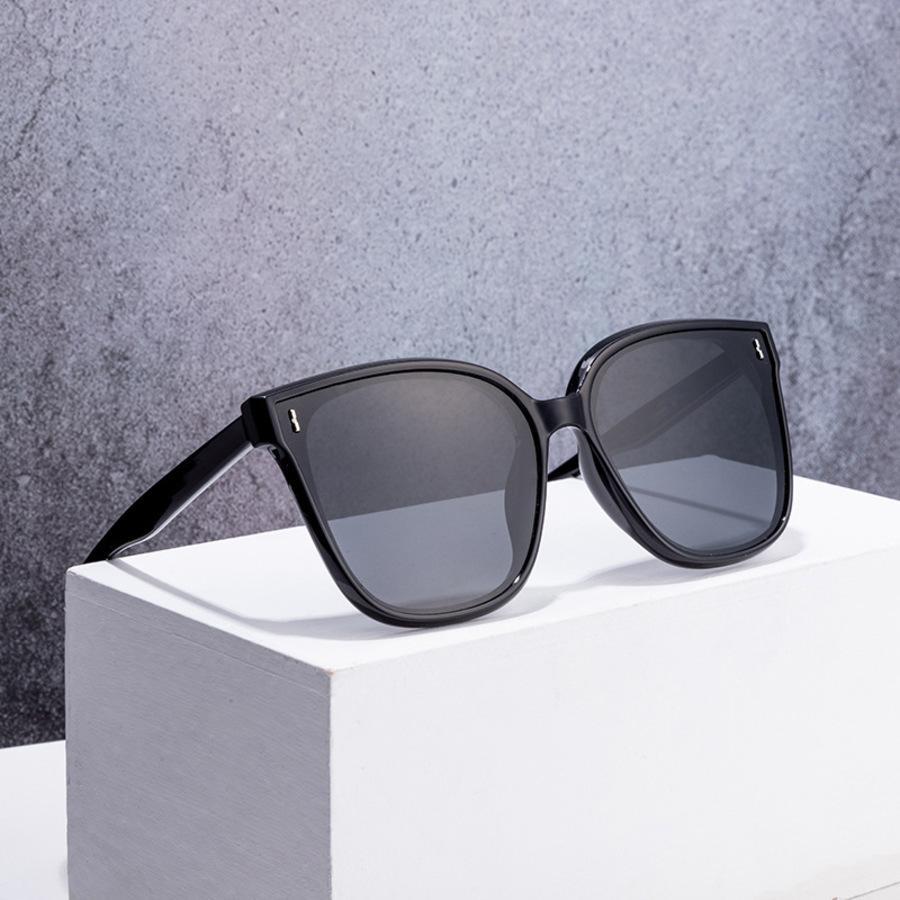 Gafas de protección solar Gafas de sol Moda de mujer Marco adulto Show fino anti ultravioleta Dmue
